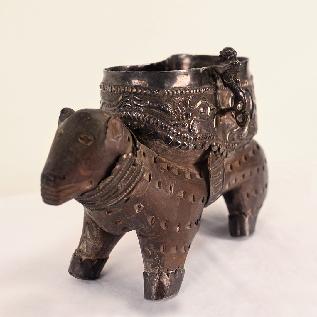 Nigerian pipe shaped as a mythical, stylised animal