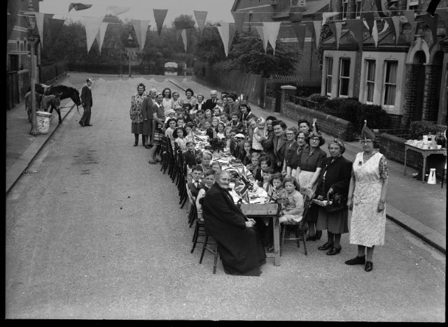 VE Day party at Thames Avenue, Reading