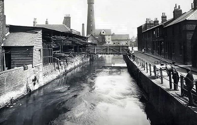 Mill Lane and the River Kennet in 1900