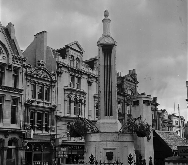 Simeon monument in Reading Market Place