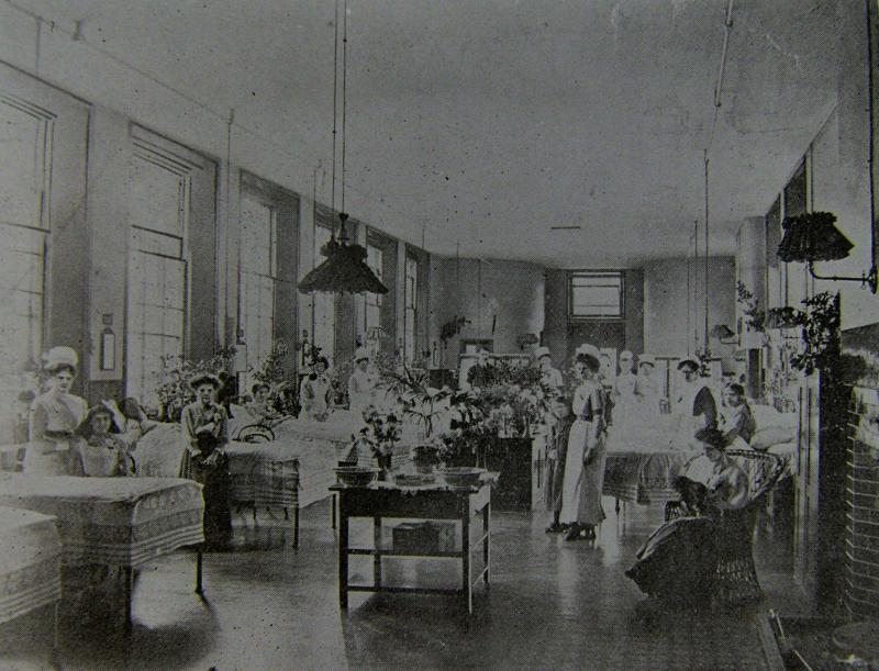 Victoria Ward at the Royal Berkshire Hospital Victoria Ward in the early 20th century (Royal Berkshire Medical Museum)