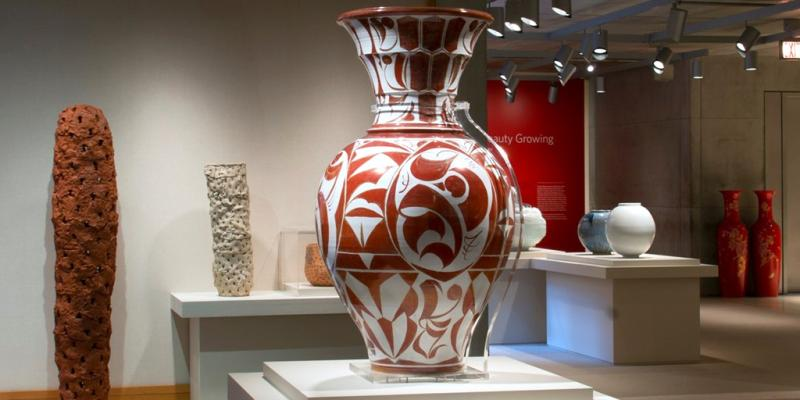An exhibition of a large pot by Alan Caiger-Smith at Yale.