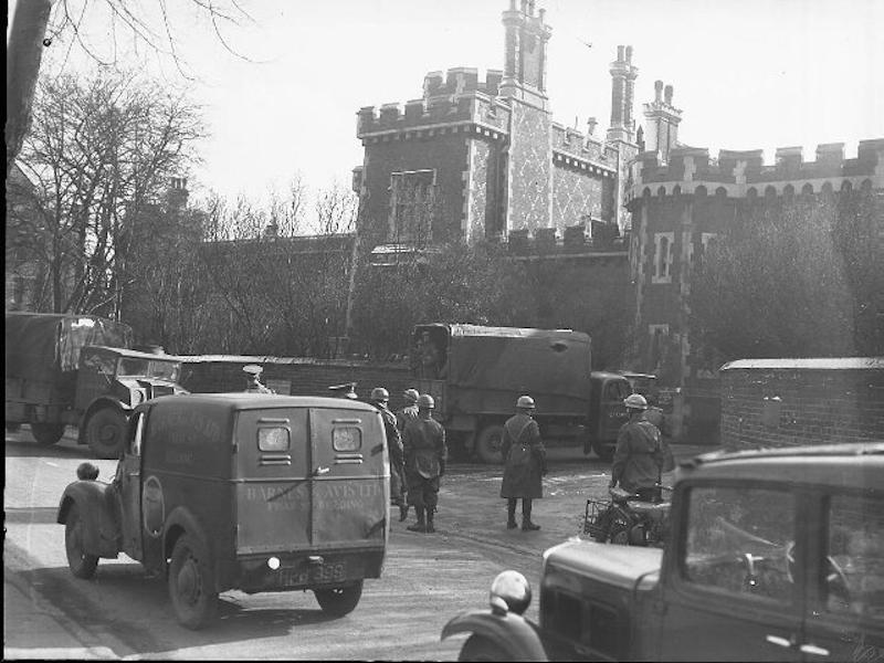 Army rioters arrive at Reading Prison 1946