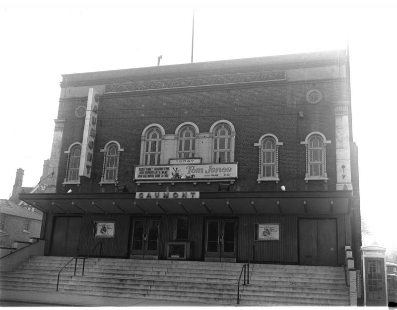 Gaumont cinema (formerly the Pavilion) in Oxford Road, 1964
