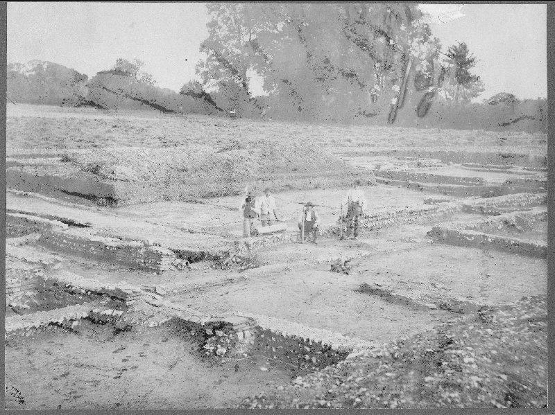 Black and white photograph of archaeologists at Silchester.
