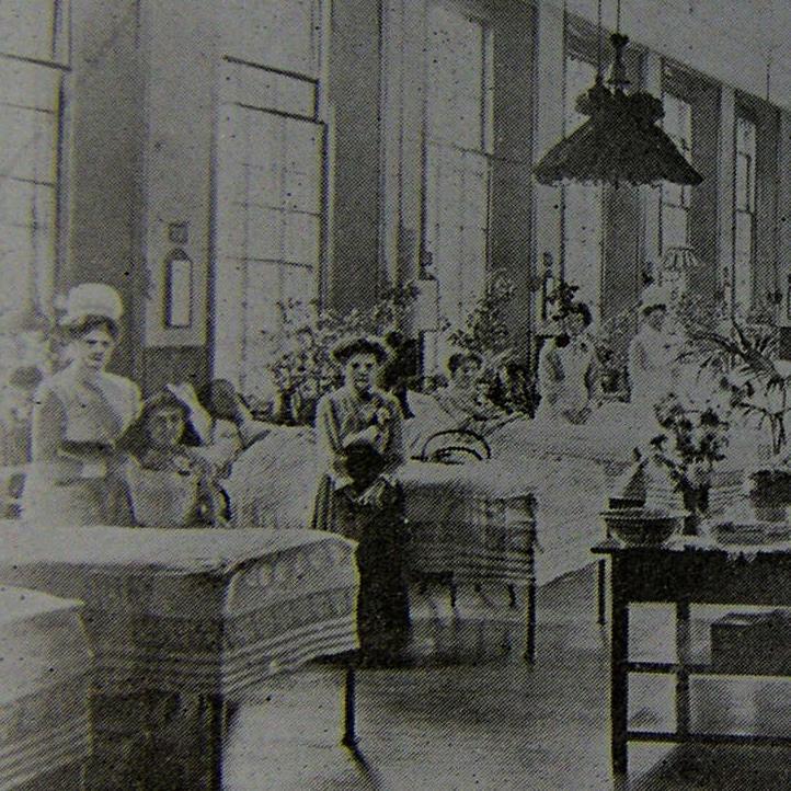 Victoria Ward at the Royal Berkshire Hospital Victoria Ward in the early 20th century (Royal Berkshire Medical Museum)