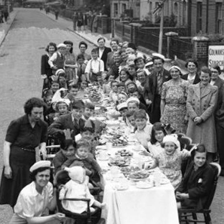 Victory Day Party, De Beauvoir Road, Reading, May 1945