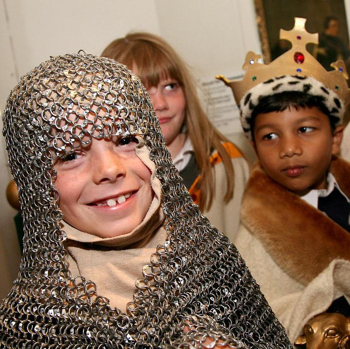 children in the Bayeux Gallery