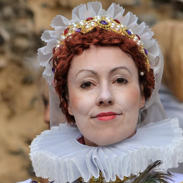 A Costumed Interpreter dressed as Queen Elizabeth